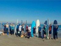 Grupo de surfistas en Valencia