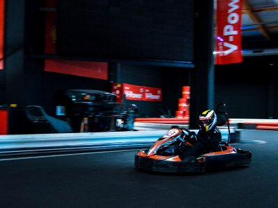 Correr tanda de karting en Jerez indoor 8 minutos