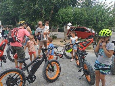 骑着儿童的电动自行车Camino deSanMartín4小时