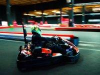 Acelarando en el karting indoor