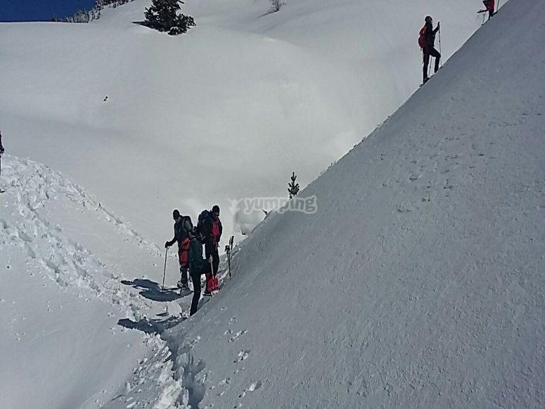 Ruta en la nieve con raquetas