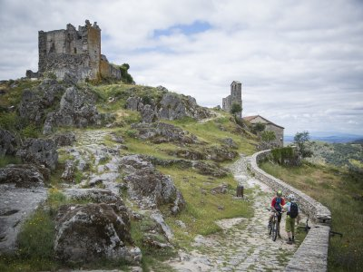 Hike around Sierra de Gata on a MTB route
