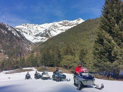 Moto de nieve con niños en Pla de Beret 18 km