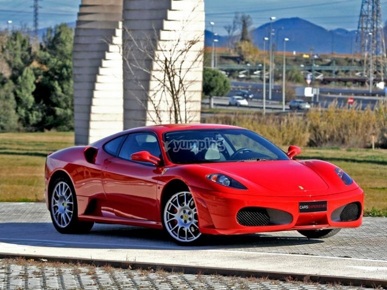 Ven a conducir un Ferrari F430