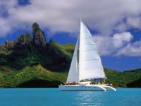 Catamaran frente al islote