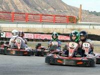 Grupo de pilotos en pista