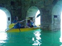 Disfrutando de una excursión en canoa