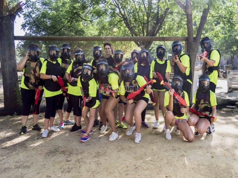学校团体为孩子们生活彩弹公园