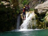 saltando cascadas