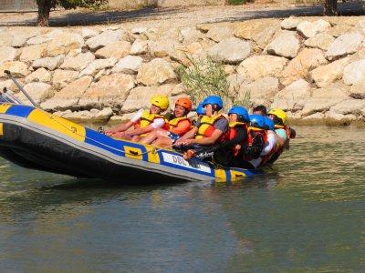 Rafting adultos con comida y bebida río Segura