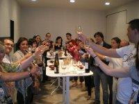 Brindando con vino riojano