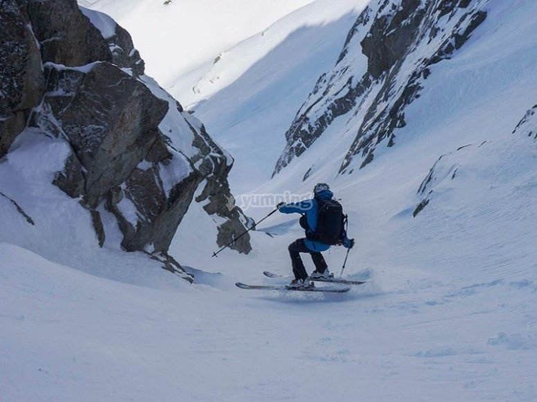 Dar clases de esqui