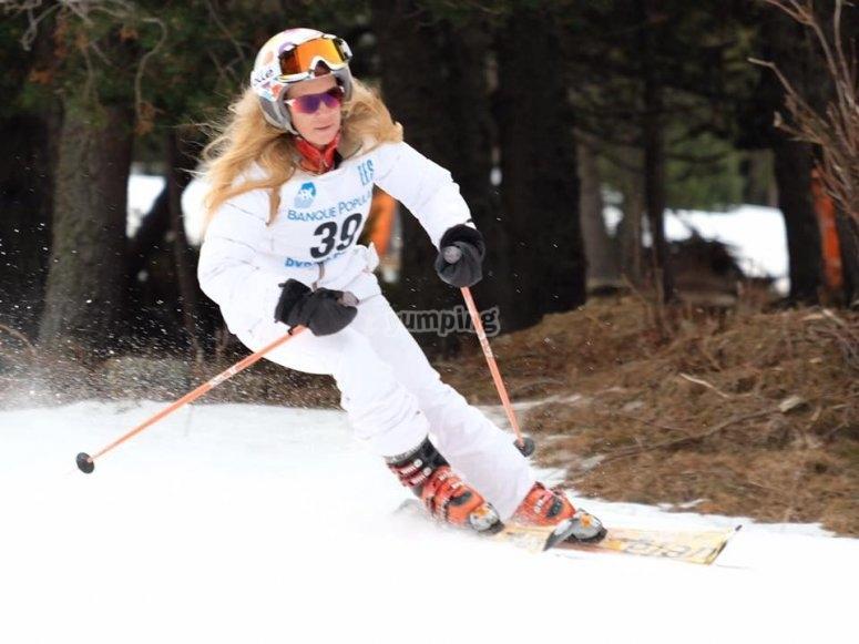 Esquia con la maxima emocion