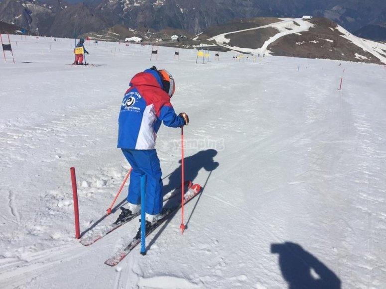 Esquia por los caminos
