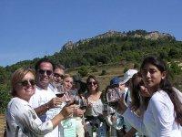 Degustando vinos en pleno viñedo