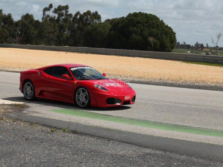 Conducir Ferrari en circuito