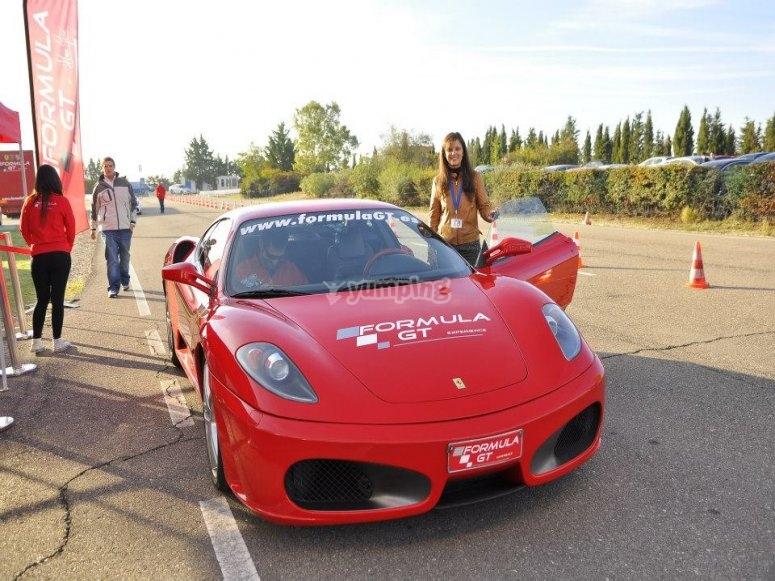 Ven a conducir un Ferrari