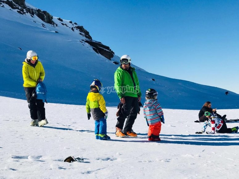 Skiing lessons for families