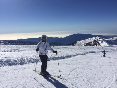 1h alpine skiing lesson in Sierra Nevada