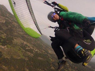 Vuelo acrobático en parapente en Pedro Bernardo