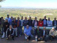 Amigos contemplando parajes de La Rioja