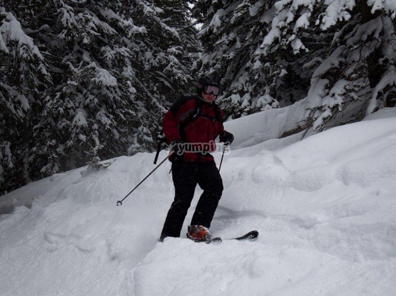 Avanzare la montagna con gli sci