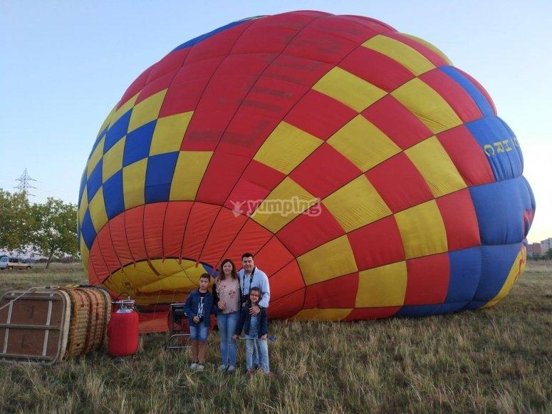 Accanto al globo dopo l'atterraggio