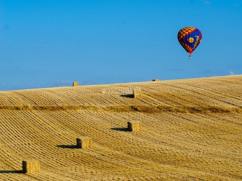 Cavalcando il cielo sopra i campi