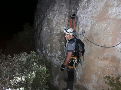 晚上在Penedès通过ferrata和绳降3小时
