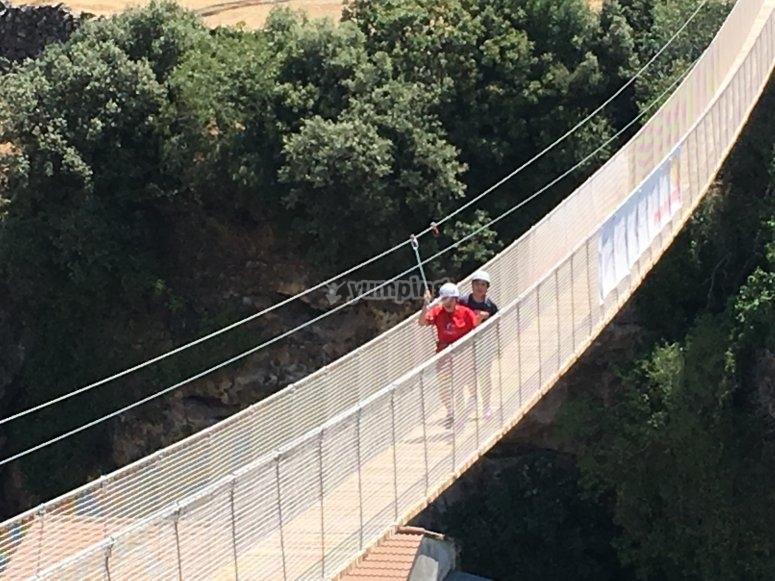 Puente sobre el rio Velillos