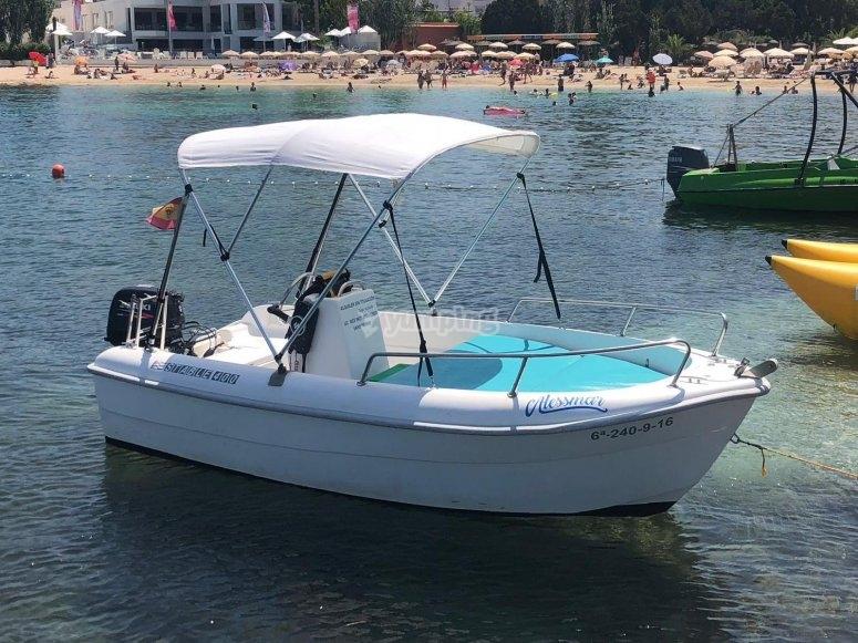 Embarcacion preparada para zarpar