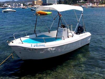 Alquiler de barco sin licencia, Bahía San Antonio