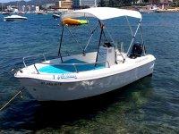 Barco sin licencia para navegar por San Antonio