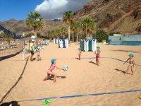 Jugando al voley en la arena