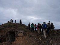 一群人在山