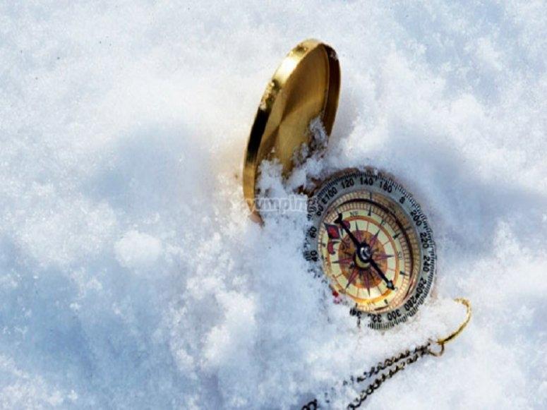 brujula en la nieve