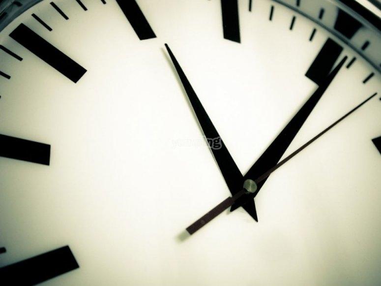 时钟标志着时间的流逝