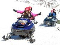 Motos de nieve para dos