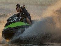 A toda velocidad sobre la moto de agua