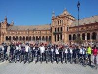 Grupo listo para la ruta en bici