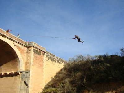 Coppie speciali di bungee jumping a Ronda