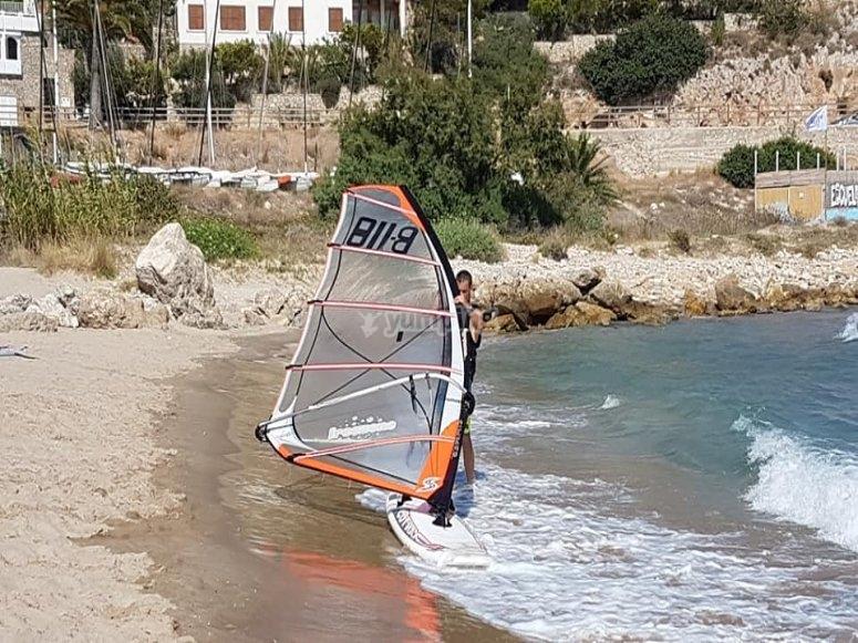 Preparado para hacer windsurf en Cullera