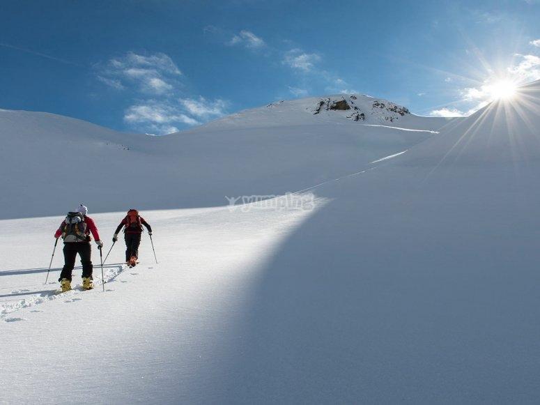 Alcanzando la cima nevada