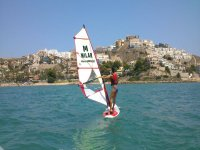 在库列拉风帆冲浪1小时与导游
