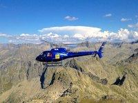 全景直升机飞行Valle de Aran