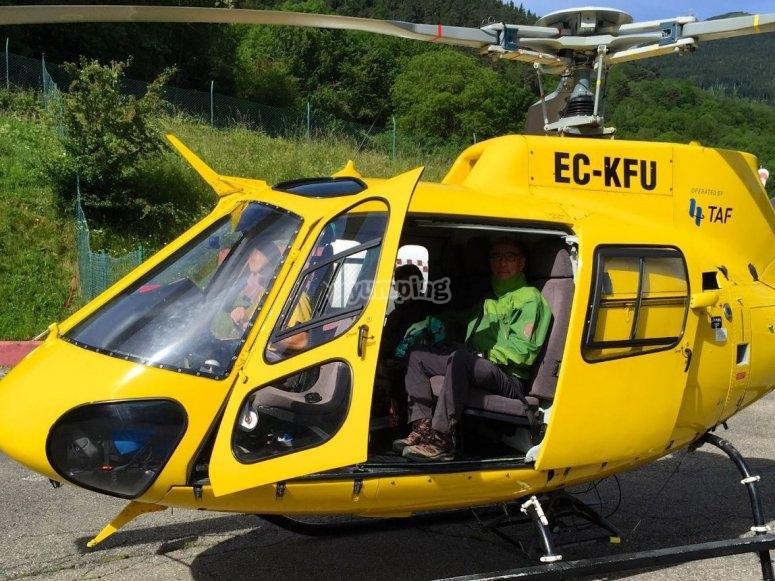 A bordo del helicoptero en Viella