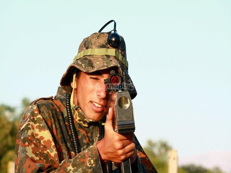 Soldado laser para combate
