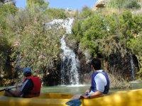Pasando junto a cascadas