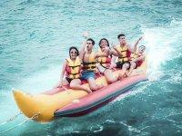Recorriendo la Playa Talamanca en banana boat