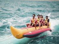 Divirtiéndonos en banana boat